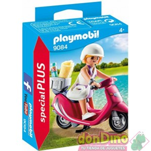 Mujer con scooter playmobil